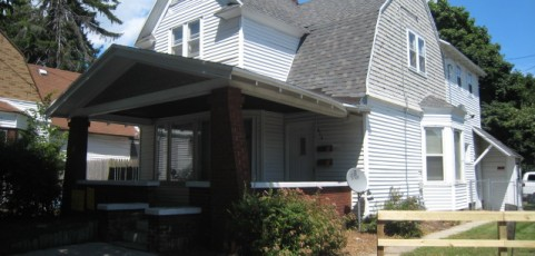 2 Bedroom/1 Bath, Upper Apartment, 805 SQFT, One mile to downtown